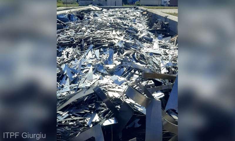 37 de tone de deşeuri din metal şi plastic, oprite la graniţă