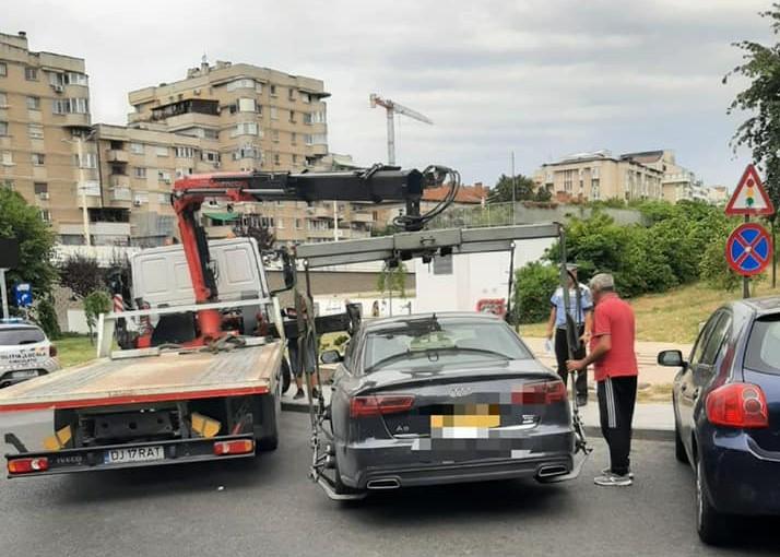 Poliția Locală Craiova nu iartă nimic. Agenții cu atribuții de circulație au dispus ridicarea mai multor autoturisme staționate neregulamentar.