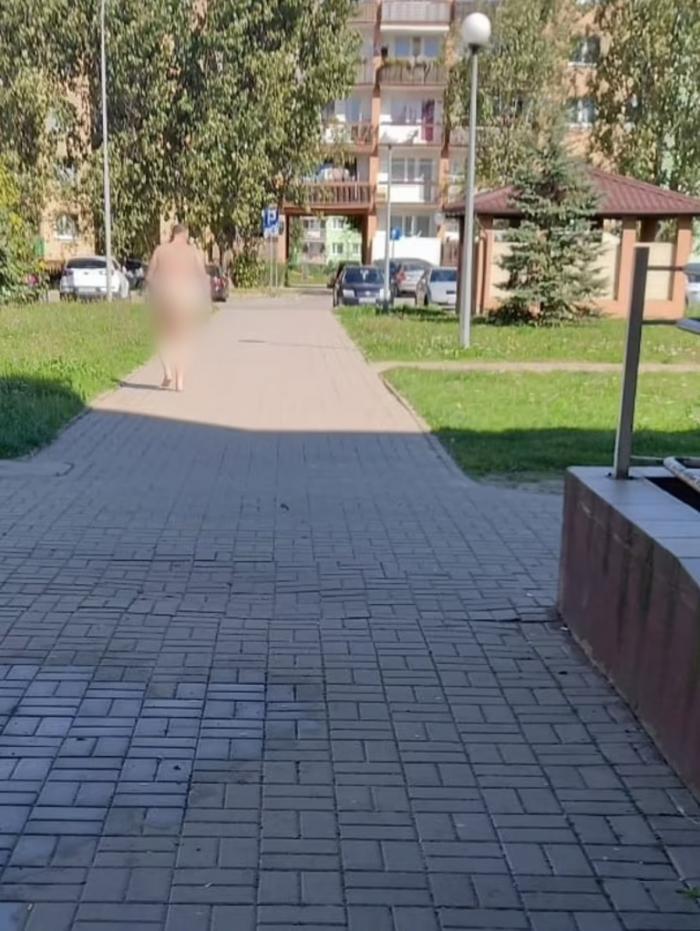 Un procuror beat s-a plimbat gol pe străzile unui oraş polonez