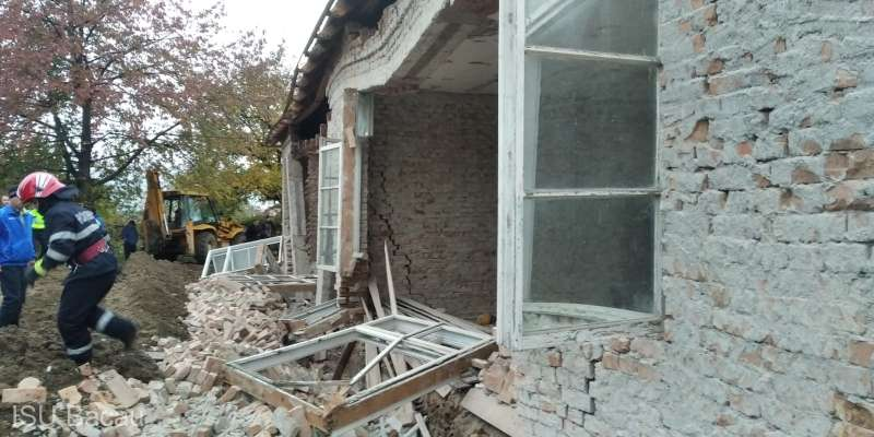 Un mort şi un rănit după ce peretele unei cladiri s-a prăbuşit