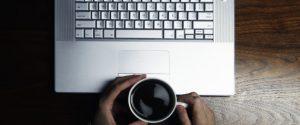 Télécharger illégalement au travail : Avertissement, licenciement, voici ce que vous risquez