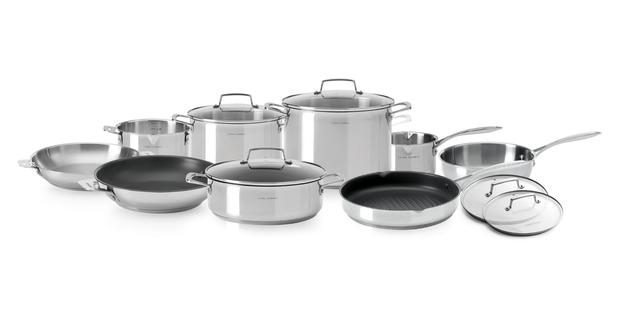 Cyril lignac lance sa propre ligne d 39 ustensiles de cuisine for Ustensile cuisine en ligne