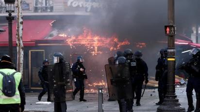 """Le Fouquet's, dévasté lors des manifestations """"gilets jaunes"""", rouvrira le 14 juillet"""