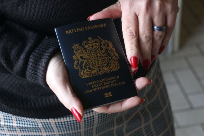 Jen's new British passport, November 10, 2020, at her home near Dunkirk (North). & Nbsp; (VALENTINE PASQUESOONE / FRANCEINFO)