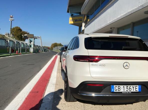 The Mercedes EQC400 4 matic just before entering the track (Zanini)