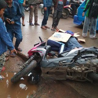 Kecelakaan di jalan raya Narogong