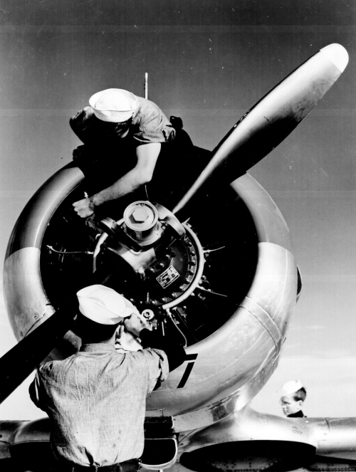 ww2_airplane_mechanics
