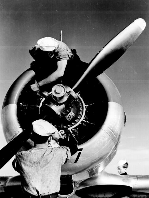 ww2_airplane_mechanics