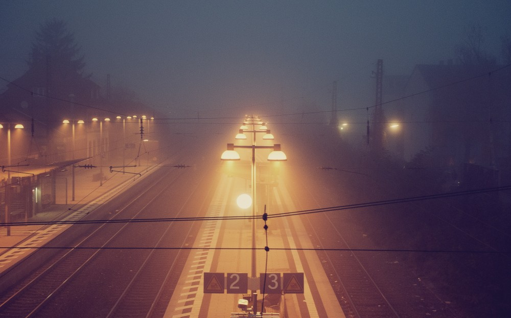 train_fog_unsplash