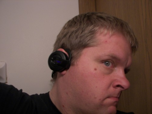 GearDiary Review: Insignia Pilot 8GB and the Insignia Bluetooth Headphones