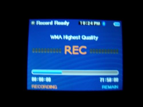 Review: Insignia Pilot 8GB and the Insignia Bluetooth Headphones