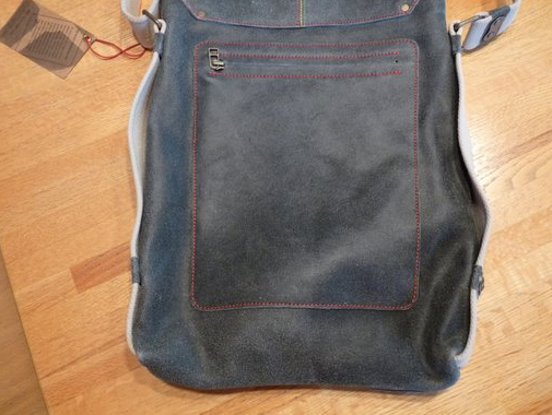 "Rivet VERTICAL LEATHER BAG For Apple MacBook Pro 15"" - Review"