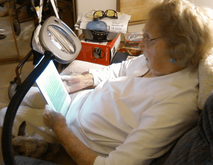 Amazon Kindle DX Makes Difference In Centenarian's Life