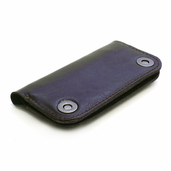 GD Quickie: Old School Meets iTech with the iPhone Wallet