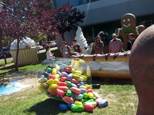 Ahead of Google I/O, the Jellybean Statue Arrives