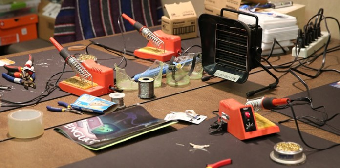tool for repairing electronic devices