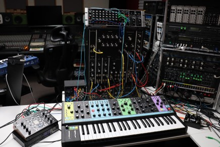 Gearjunkies video – Studio Session Deep Ambient Techno with Moog Model 10