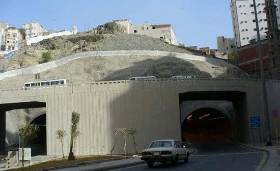 Tunnel under Mecca