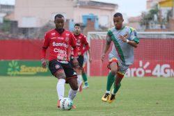 Marcão atuou por quase todo o jogo, e teve grande atuação no meio campo. Foto: Jonathan Silva