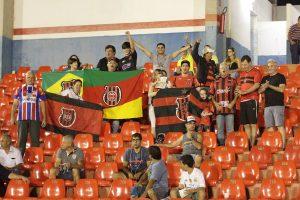 Torcida Xavante esteve presente em Itumbiara. Foto: Carlos Insaurriaga