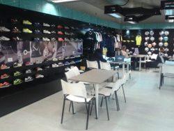 Escritório da fábrica da Topper. Brasil vestirá a marca nos próximos três anos. Foto: Armando Dessessards