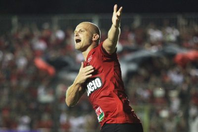 Gustavo Papa marcou o primeiro gol Xavante, na primeira etapa da partida. Foto: Carlos Insaurriaga