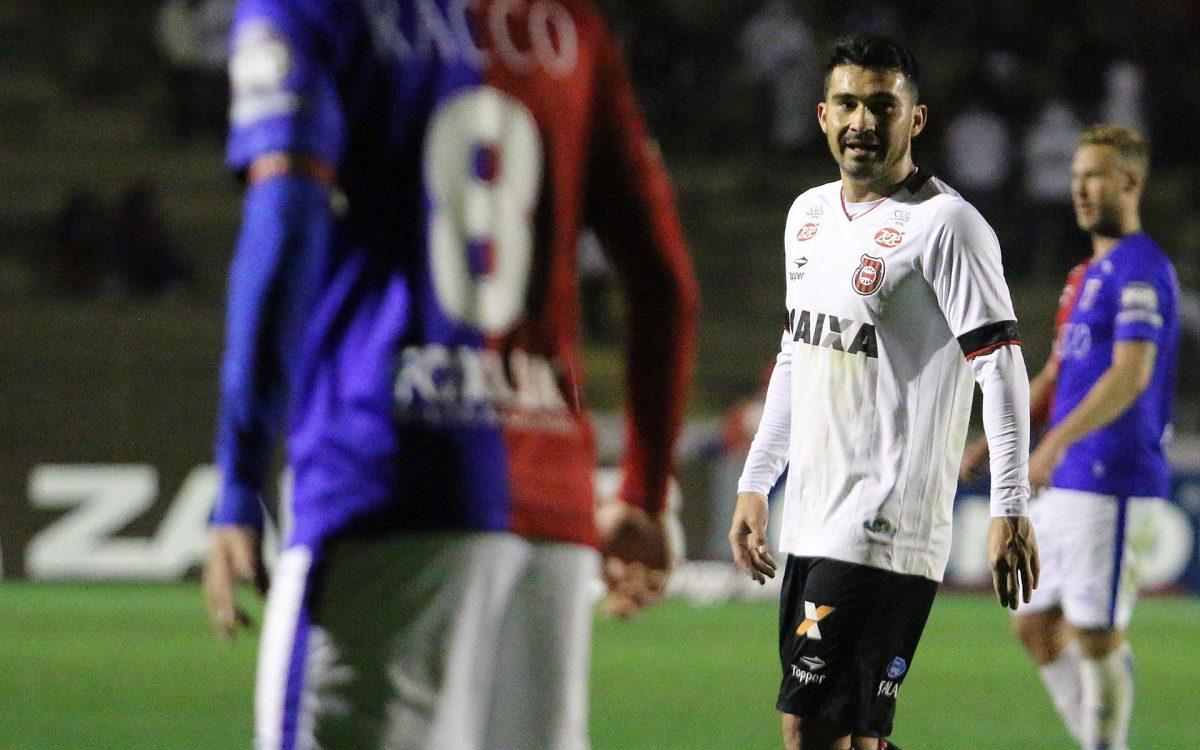 Em Curitiba, Brasil não consegue superar o Paraná e é derrotado na Vila Capanema