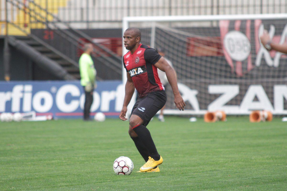 Lateral-esquerdo Vitão, 23 anos, é a nova contratação do Brasil-Pel para a disputa da Série B