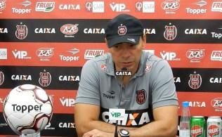 Clemer concedeu entrevista coletiva após o treino desta quinta (Foto: Captura/TV Xavante)