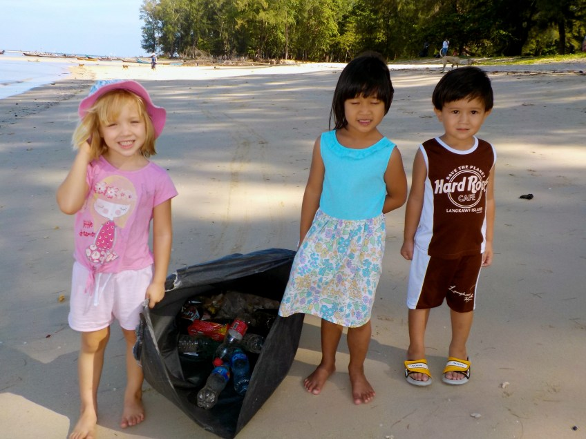 Gecko kids beach cleanup