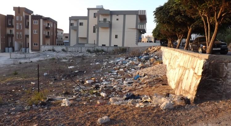 abgelagerter Müll in einer Seitenstraße