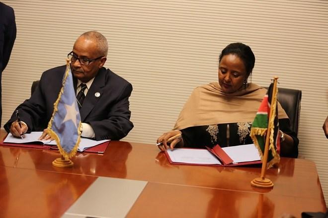 Somalia_iyo_Kenya_oo_heshiis_kala_Saxiixday