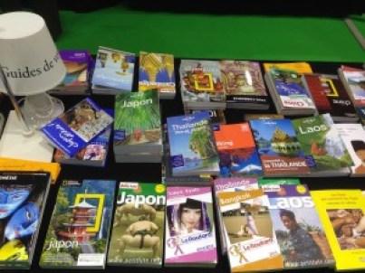 Guides de voyage, carte et autres traités sur les cultures étrangères, que du bonheur