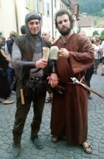 Un petit exemple de visiteurs déguisés à la mode médiéval avec le fameux moine qui prêchait les bienfaits de la bière