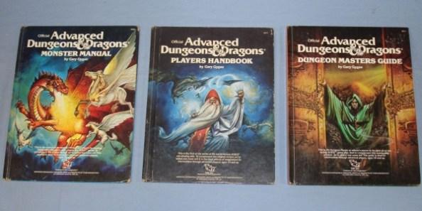 Les trois manuels de bases pour la première édition d'AD&D, par Gary Gygax
