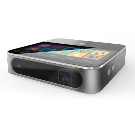 Piccolo e con un design che ricorda vagamente i prodotti Apple, ZTE Spro 2 è un proiettore portatile con batteria integrata, lettore di SD card e sistema operativo Android che può trasmettere un'immagine di 120 pollici. Non si sa ancora quanto costerà e quando sarà disponibile.
