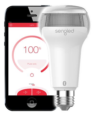 Sembra una normale lampadina, ma in realtà Sengled Pulse Solo è un LED regolabile da smartphone e un altoparlante wireless allo stesso tempo. Integrato con uno speaker Bluetooth JBL, permette di trasmettere la musica dal cellulare e regolare la luce in base al tuo umore. Già in vendita su Amazon.