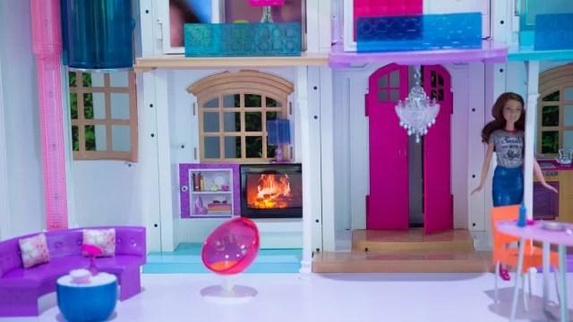 Barbie Hello Dreamhouse: dettaglio del salotto