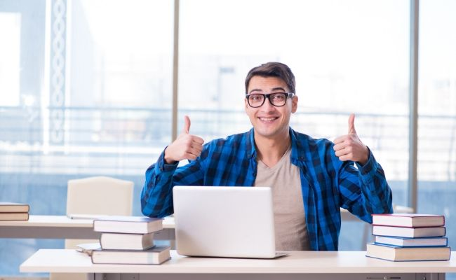 7 Reasons for Furthering Your Education Online