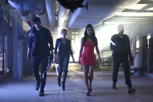 Shadowhunters-1-03-Dead-Man-s-Party-isabelle-lightwood-39186208-1199-800