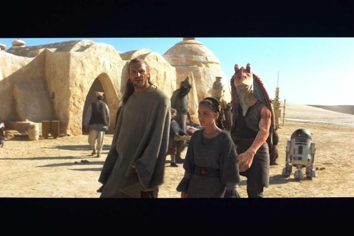 """Mos Espa - kadr z filmu """"Gwiezdne Wojny: Mroczne Widmo"""""""