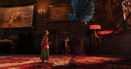 Alice de l'autre côté de miroir, Alice-papillon-bleu