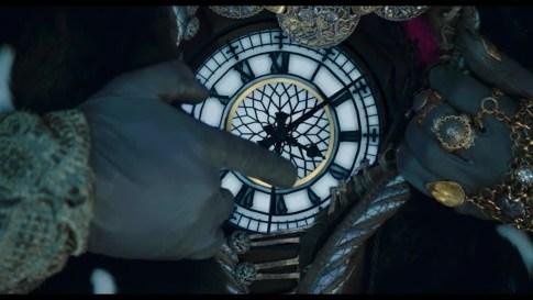 Alice de l'autre côté de miroir, Temps