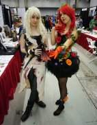 Daenerys Targaryen and Poison Ivy at Montreal Comic Con 2012