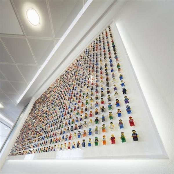 1200-Minifigure-LEGO-Office-Wall-by-Acrylicize-3