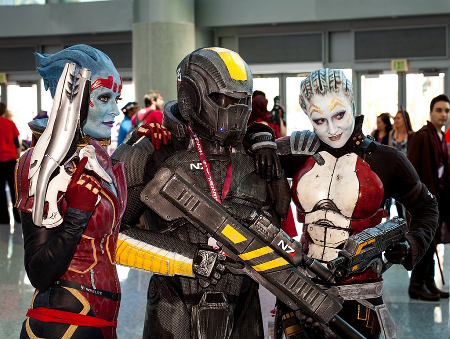 Awesome Mass Effect Cosplay - Picture by Mooshuu - WonderCon 2013