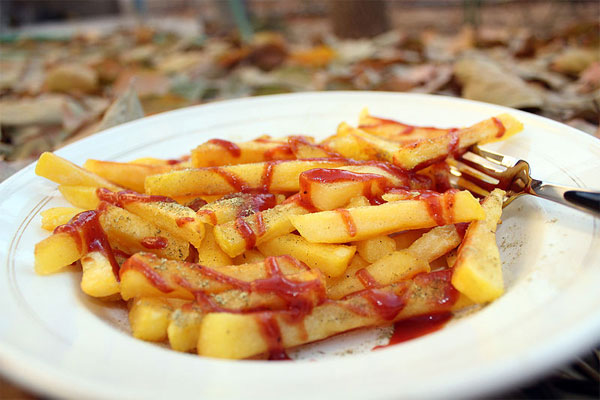 By Ehsanislav (French fries) [CC BY 2.0 (http://creativecommons.org/licenses/by/2.0)], via Wikimedia Commons