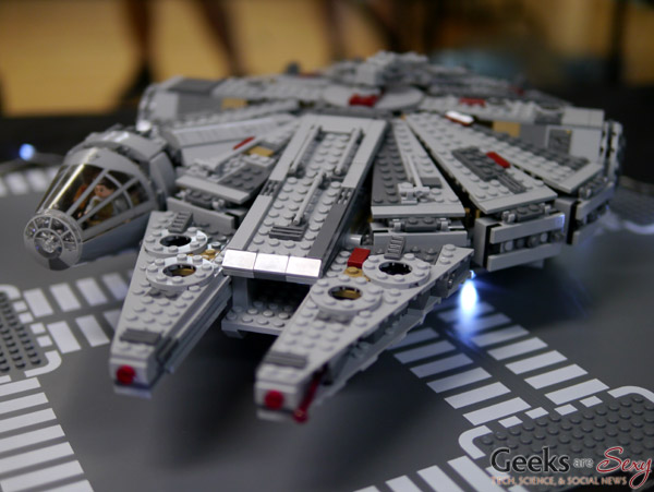 LEGO Millennium Falcon - Geekulture Lanaudiere 2017 - Photo by Geeks are Sexy