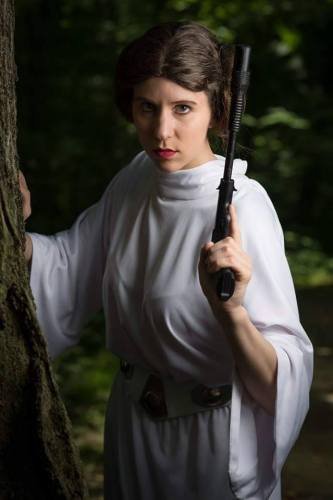 Lindsay aka Sheikahchica Cosplay as Princess Leia