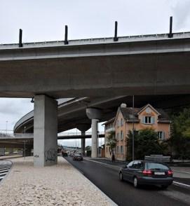Construction around existing home - under a bridge, Zürich-Brunau, Switzerland, 2007